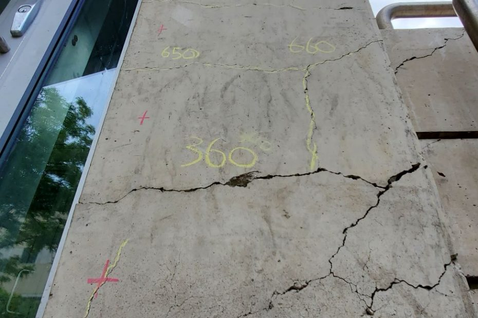 Non-Destructive Evaluation of Cracks in Concrete Column